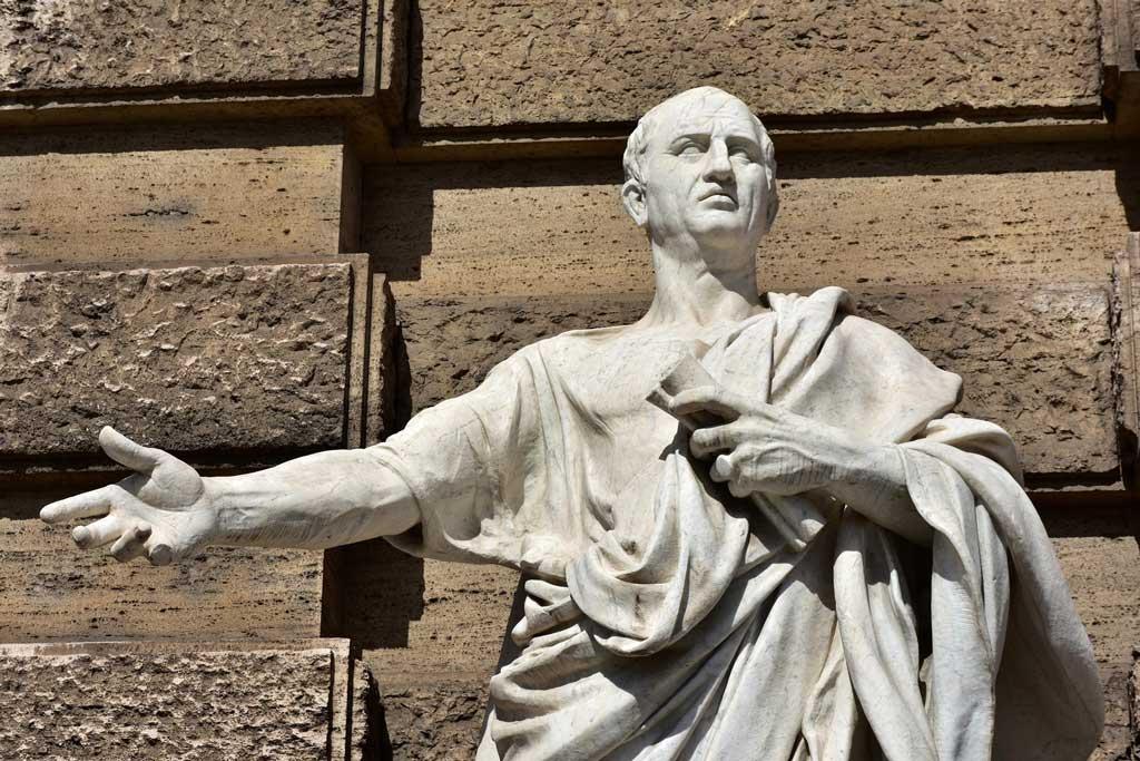 عکسی از مجسمه سیسرون - دوستان و دشمنان سیسرو بر نقش تاریخساز او تأکید دارند